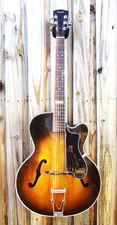 New old guitar 2323532c51083d2235f07bd145fefe439d57c6e