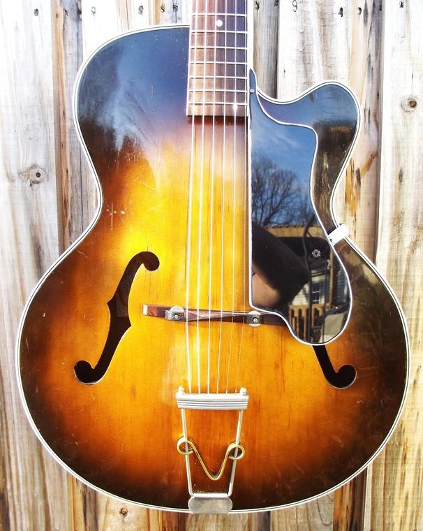 New old guitar 37925c851c3c233974348b8eb21425e49e8b9f1