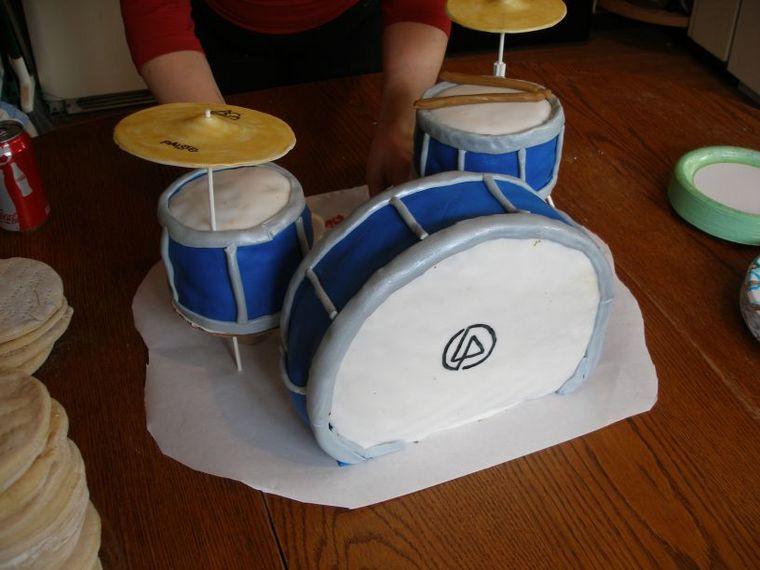 Dw Drums Cake