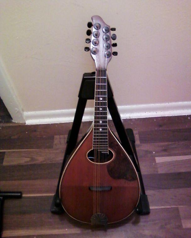 Stolen Breedlove Cacade mandolin Adf25ff54335f3497df4643a8c9d4d2ac6f2077