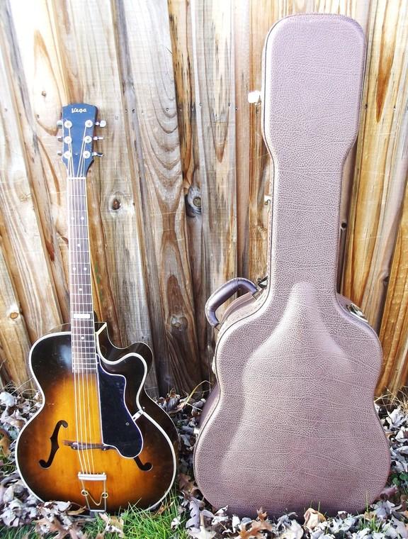 New old guitar E5525bd5e83763977d34358b0f95884012a1276