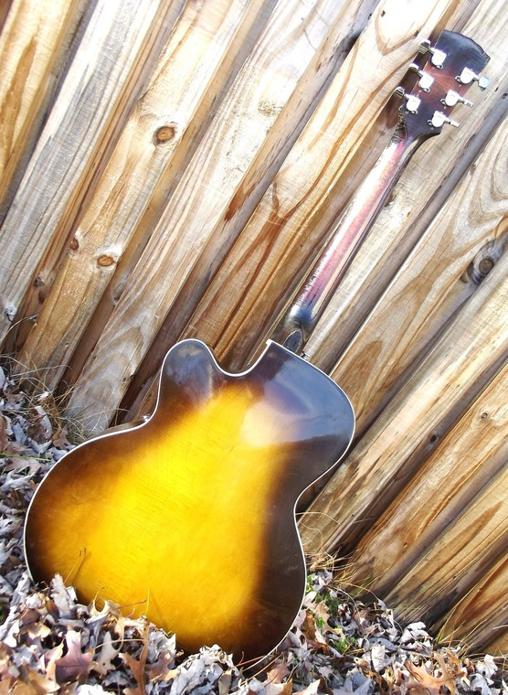New old guitar F221565e36367643dedbfd5e6e77fdef90cc133
