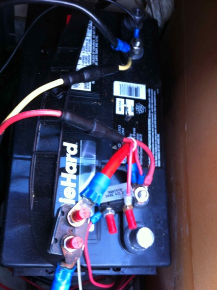 trolling motor battery issues pantera ii in basscat boats forum you can see the circuit breakers on the positive wires for the trolling motor and the gauge