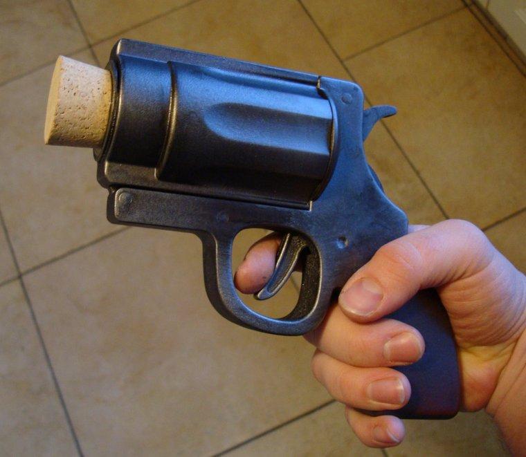 Resultado de imagem para arma rolha