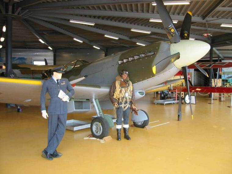 how to become a pilot in the rcaf